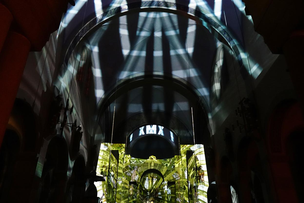 METROPOLIS - Visuelle Symphonie von Tilmann Krieg Uraufführung 1. November 2015 in der Kirche St. Johannes Nepomuk Kehl Alle Rechte beim Autor (Agnus Dei bei GEMA)